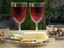 Vinho e petiscos para dois Foto de Stock Royalty Free