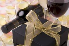 Vinho e presente Imagens de Stock