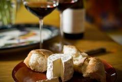 Vinho e queijo Fotografia de Stock Royalty Free