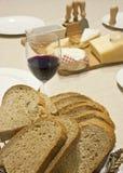 Vinho e queijo do pão Imagens de Stock
