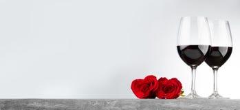 Vinho e rosas fotos de stock