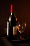 Vinho e vidro. Imagem de Stock