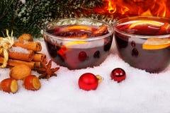 Vinho ferventado com especiarias, fogo Foto de Stock Royalty Free
