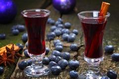 Vinho ferventado com especiarias mirtilo Imagem de Stock