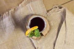 Vinho ferventado com especiarias, vinho quente Fotografia de Stock