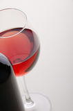 Vinho Frasco de vinho e vidros de vinho Fotografia de Stock Royalty Free
