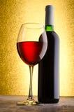 Vinho Frasco de vinho e vidros de vinho Fotos de Stock