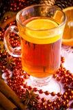 Vinho Mulled com varas de canela Imagens de Stock Royalty Free