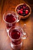 Vinho mulled quente com airelas Imagens de Stock Royalty Free