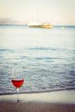 Vinho na areia Foto de Stock