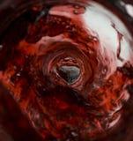 Vinho que derrama dentro do frasco Foto de Stock Royalty Free