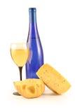 vinho, queijo e vidro Imagem de Stock Royalty Free