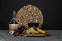 Vinho, queijo, uvas, do pão vida ainda Imagens de Stock Royalty Free