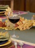 Vinho, tabela da queda - vertical Fotos de Stock Royalty Free