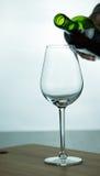 Vinho tinto de queda no vidro Foto de Stock Royalty Free