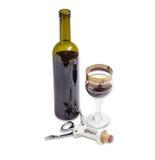 Vinho tinto e corkscrew com cortiça em um fundo claro Fotos de Stock Royalty Free