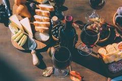 Vinho tinto e petiscos Foto de Stock Royalty Free