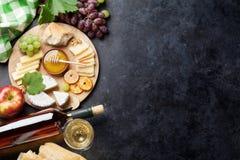 Vinho, uva, queijo Fotos de Stock