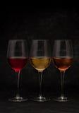 Vinho vermelho, cor-de-rosa e branco nos vidros Imagens de Stock Royalty Free