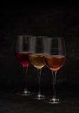 Vinho vermelho, cor-de-rosa e branco nos vidros Fotografia de Stock Royalty Free