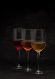 Vinho vermelho, cor-de-rosa e branco nos vidros Foto de Stock Royalty Free
