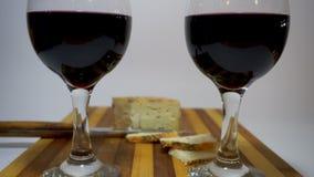 Vinho vermelho e queijo video estoque