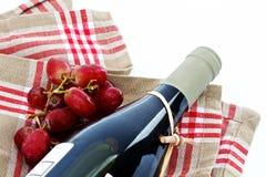 Vinho vermelho e uvas Fotos de Stock
