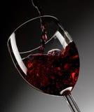 Vinho vermelho no vidro Fotos de Stock Royalty Free