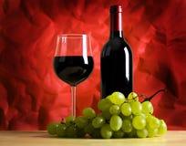 Vinho, vidro e uvas Imagens de Stock