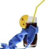 Vinhos mulled de vidro com uma obscuridade - lenço azul Fotografia de Stock Royalty Free