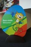 Vinicius ist das offizielle Maskottchen des Rios 2016 Sommer Olympics in der olympischen Presse-Mitte in Rio de Janeiro Lizenzfreie Stockfotografie