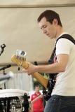 Vinil小组的吉他弹奏者 库存图片