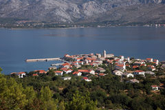 Vinjerac, una pequeña ciudad costera en el mar adriático en Croacia Imagen de archivo libre de regalías