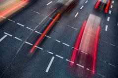 Vinka den suddiga stadsvägen trafikerar Arkivbilder