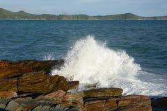 vinka inverkan stenen, havet som är härligt Royaltyfri Fotografi