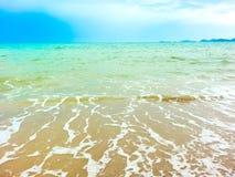 Vinka på stranden Fotografering för Bildbyråer