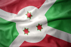 Vinkande färgrik flagga av Burundi royaltyfri bild