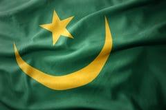 Vinkande färgrik flagga av Mauretanien arkivbilder