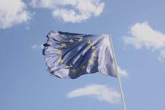 Vinkande flagga av Europa Arkivbilder