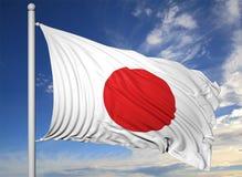 Vinkande flagga av Japan på flaggstång Royaltyfria Bilder