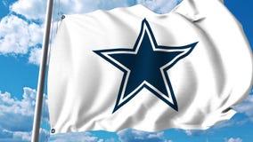 Vinkande flagga med Dallas Cowboys yrkesmässig laglogo redaktörs- gem 4K arkivfilmer