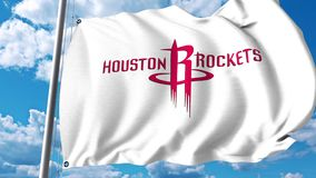 Vinkande flagga med Houston Rockets yrkesmässig laglogo redaktörs- gem 4K stock video