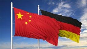Vinkande flaggor av Kina och Tyskland på flaggstång Fotografering för Bildbyråer