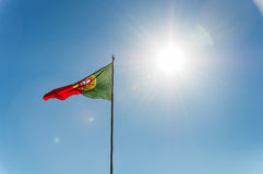 Vinkande portugisisk flagga Royaltyfri Foto