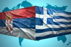 Vinkande serb- och grekflaggor royaltyfri bild