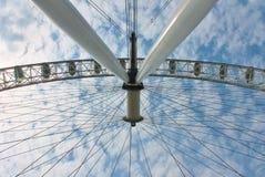 Vinkel för hjul för London ögonferris ovanlig Arkivfoton