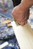 vinkel kasta i sig hantverkare till trä Arkivfoton