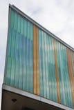 Vinkelformig modern byggnadsdetalj Fotografering för Bildbyråer