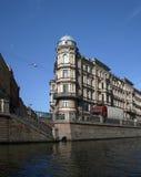 vinkelformigt hus Fotografering för Bildbyråer