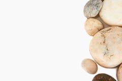 Vinkelgräns av stenar på vit bakgrund royaltyfri fotografi